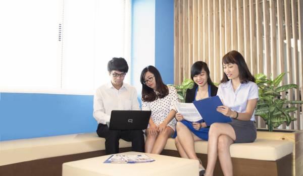 【ICONIC社内】 企画/マーケティング部門のミーティング風景