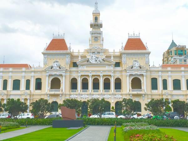 ホーチミン人民委員会庁舎の正面画像