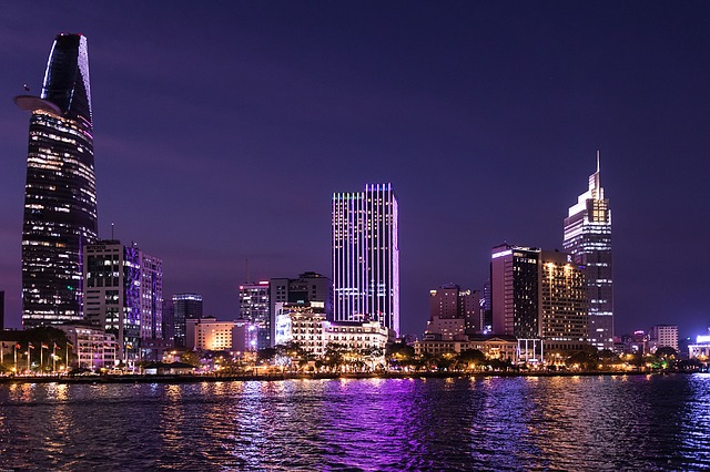 ベトナム-ホーチミンのBitexco Financial Towerの都会夜景