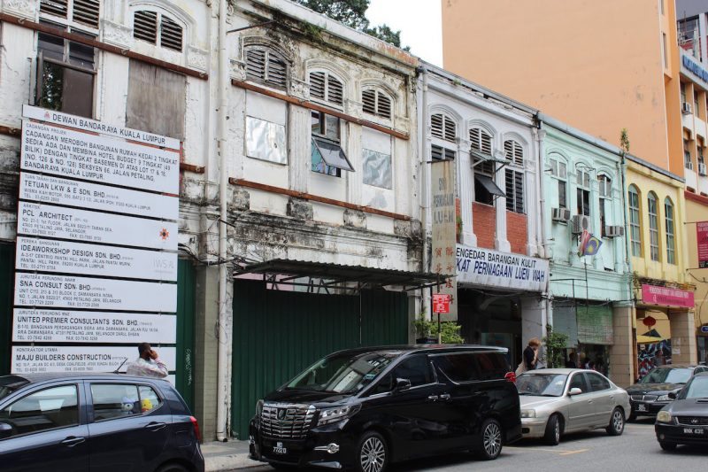 マレーシアのストリートパーキング