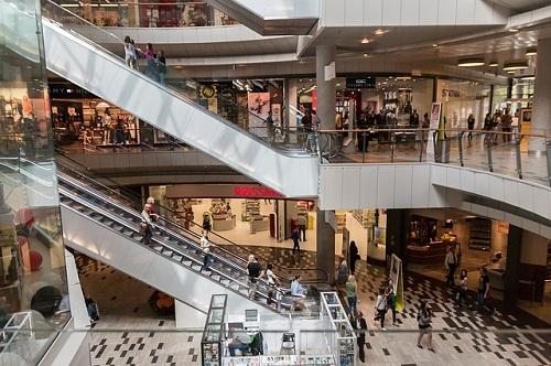 近く の 大型 ショッピング モール